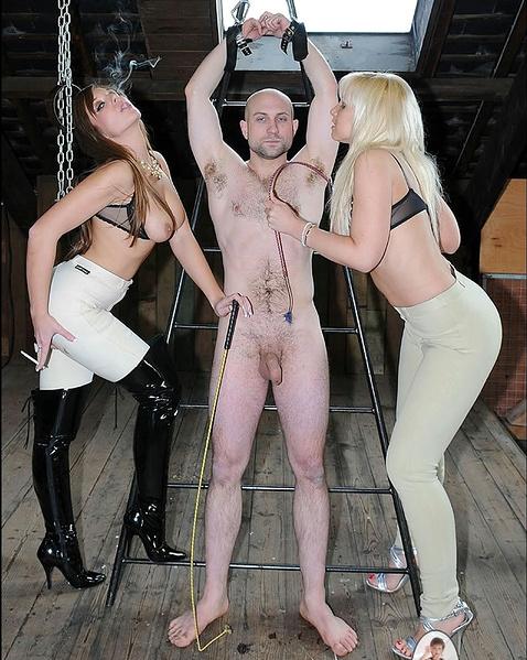 баба мужик над порно издеваются и рабом