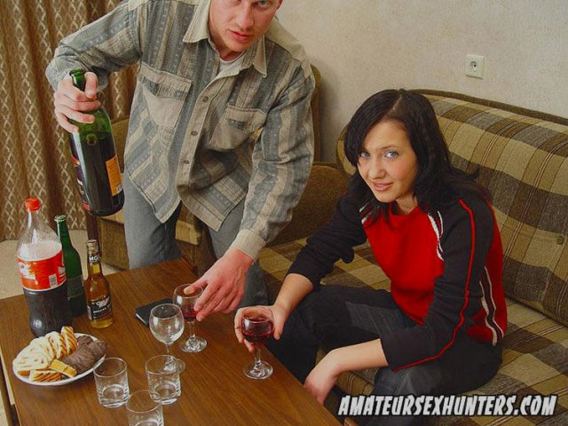 Втроем русскую напоили и жестко девушка улице эротическом