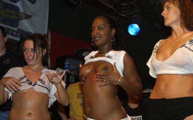 Девки с большими сиськами на вечеринке порно