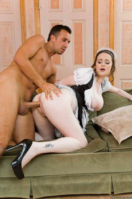 Порно грудастая служанка