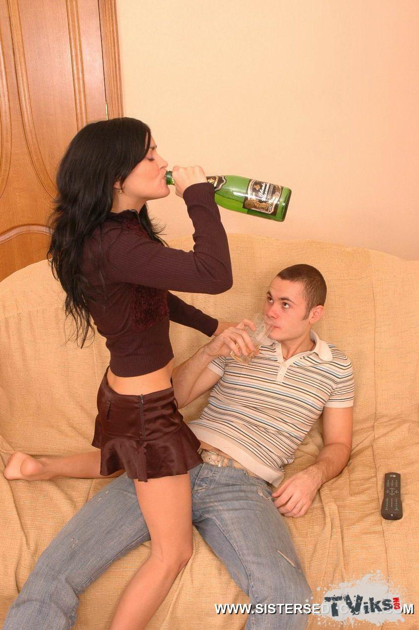 Порно ебля пьяных сестер #13