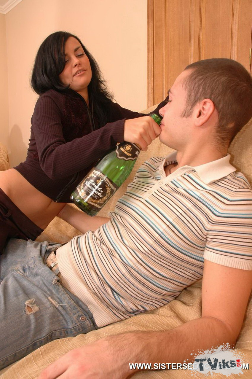 Сестра трахается с братом смотреть бесплатно пьяные 24 фотография