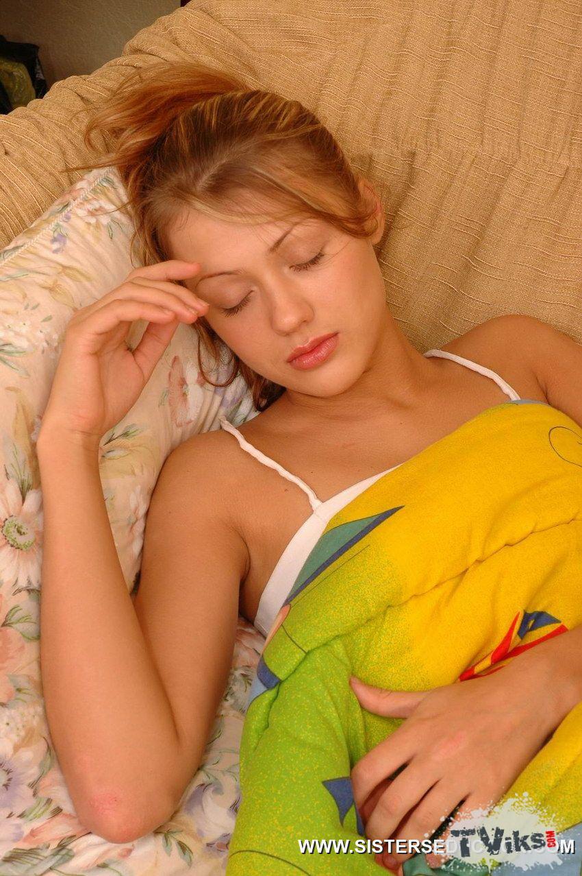 Трахнул свою спящую сестру онлаин 7 фотография