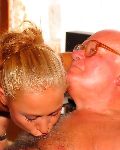 дедушка пристает к внучке порно