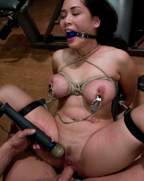 порно голую связанную фото