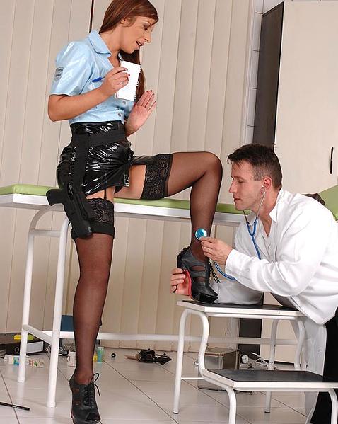 seks-krasotki-v-politseyskoy-forme