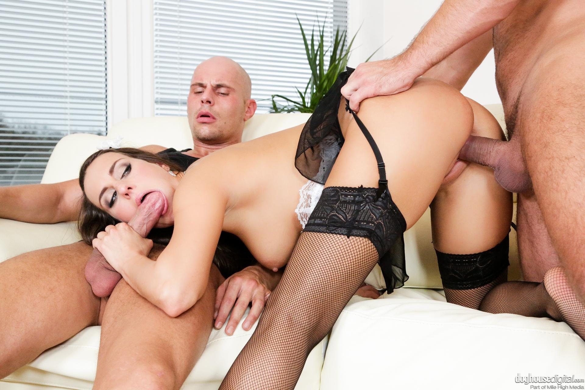 Групповой секс в гостинице с горничной 1 фотография