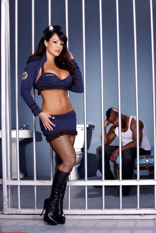 ебет в тюрьме