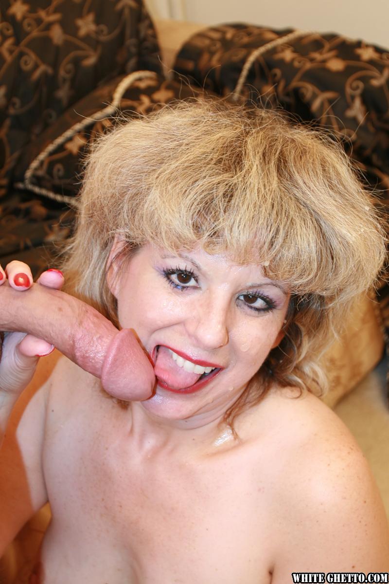Женщина берет в рот подруги — pic 4