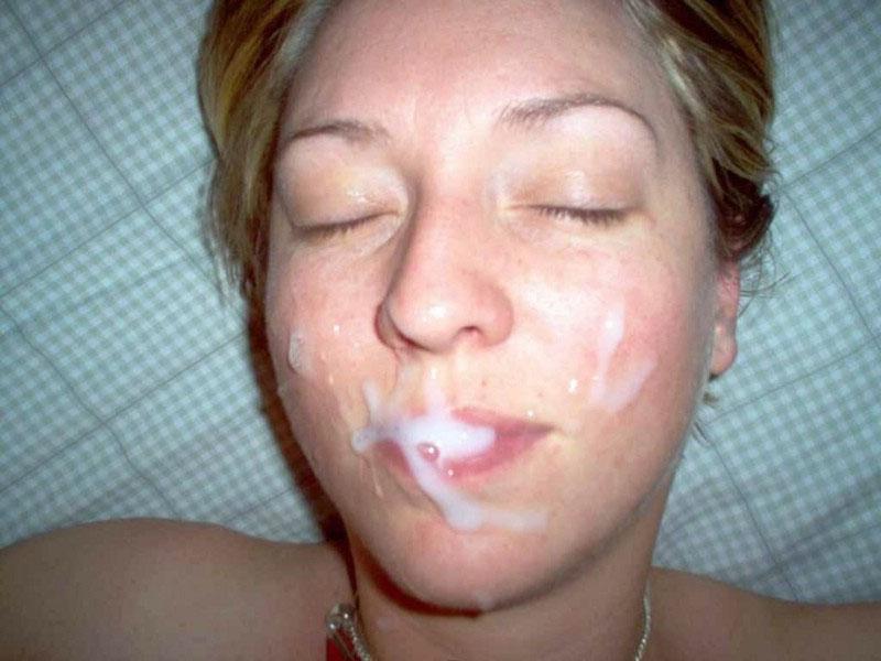 лицо молодке сперма попала на