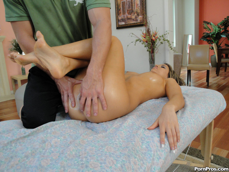 порно массаж женщина делает массаж мужчине порно