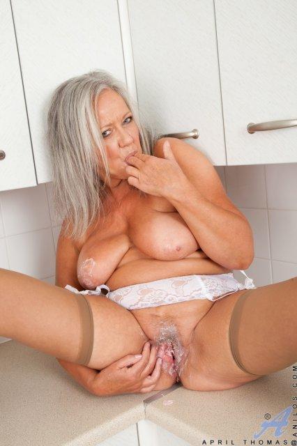 Гламурная старушка трахается фото 321-995