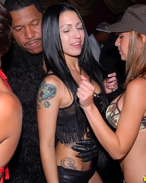 Фото пьяных шлюх в клубах, порно фото шлюшек в сапогах