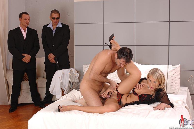 Зрелых видео сучки-секс без денег сорок