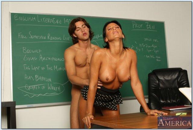 Сексапильные молодые училки занимаются красивым сексом фото 238-332