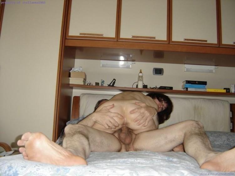 Зрелая жена и муж в постели