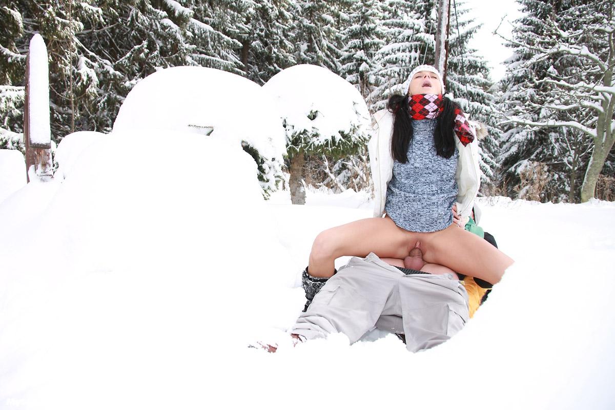секс фото на снегу