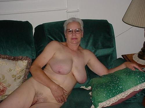 взрослые женщины страстно сосут и глотают сперму порно фото