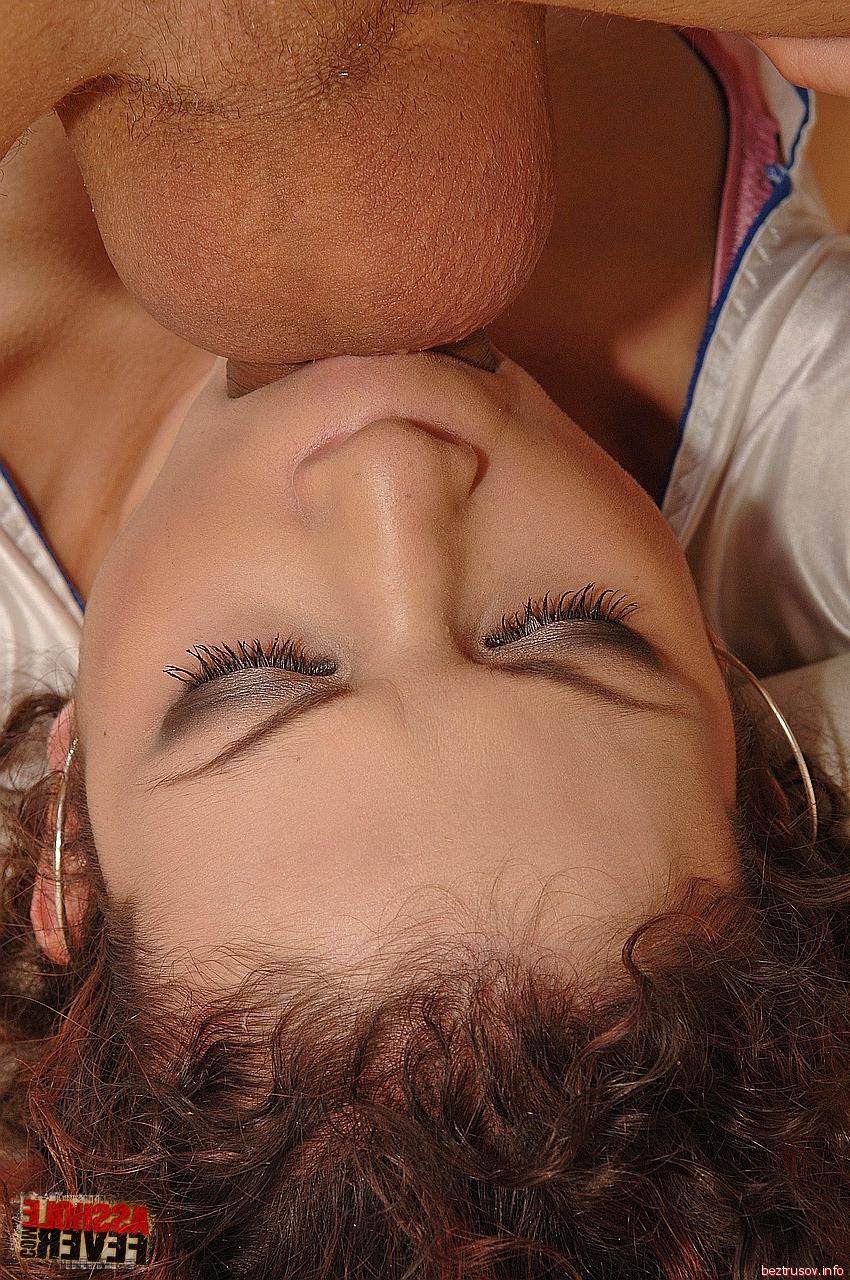 эротические фото стройную брюнетку трахают в сауне