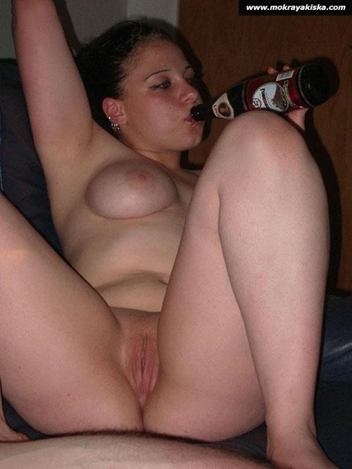 Порно пьяная женщина без трусов